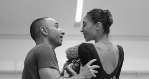 Giuliano Peparini e Rebecca Bianchi durante un momento delle prove - Foto di Yasuko Kageyama