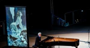 """Nicola Piovani in """"Viaggi di Ulisse"""", accompagnato dai disegni di Milo Manara"""