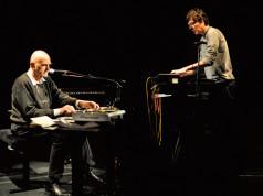 Hans-Joachim Roedelius e Stefan Schneider in concerto il 4 maggio 2016 al Teatro Franco Parenti