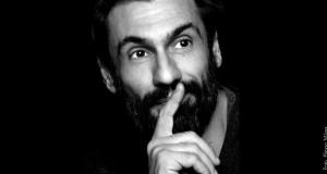 """Fabrizio Gifuni ne """"Lo straniero, un'intervista impossibile"""" al Teatro Storchi di Modena"""