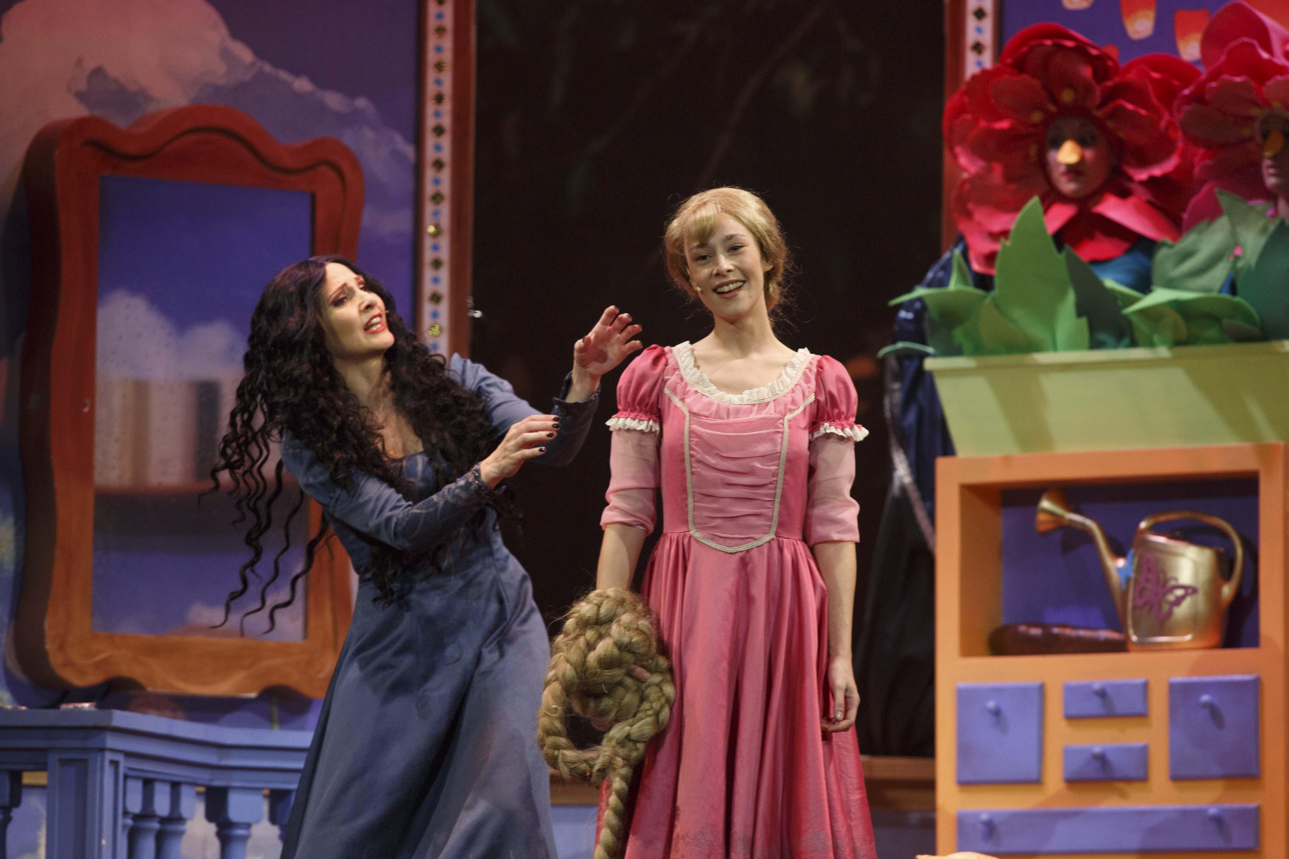 Una rapunzel magica con lorella cuccarini incanta il - Teatro brancaccio aggiungi un posto a tavola ...
