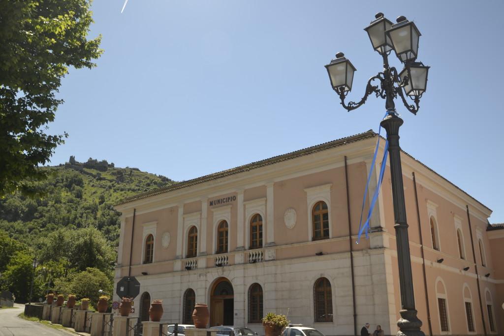 Il Comune di Roccasecca (FR) con la rocca antica alle spalle - Foto di Chiara Sanvitale