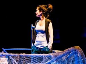 """""""Mozza"""" di Claudia Gusmano al Teatro Studio Uno. La storia di chi il mare ce l'ha dentro"""