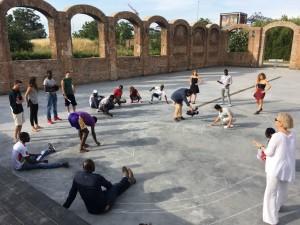 Roma sale sul palco del teatro India