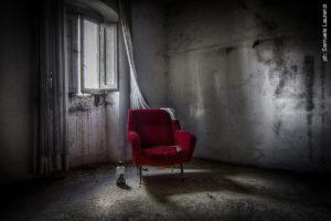 """""""Frammenti d'abbandono"""" di Samuele Laurenzi, presso la Galleria Spazio Imago"""