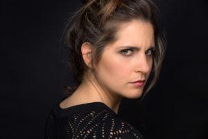 """Al Teatro Arcobaleno in scena Silvia Siravo con """"Vestire gli ignudi"""", quando il mondo è troppo da uomini"""