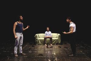 """""""Sul divano"""" quando la convivenza diventa difficile. Al Teatro de Servi a Roma"""