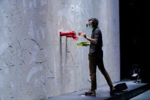 Glory Wall di Leonardo Manzan al Teatro Vascello dal 13 all'18 ottobre
